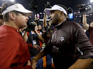 Photo - Oklahoma coach Bob Stoops meets with Texas A&M coach Kevin Sumlin after the Cotton Bowl college football game between the University of Oklahoma (OU) and Texas A&M University at Cowboys Stadium in Arlington, Texas, Friday, Jan. 4, 2013. Oklahoma lost 41-13. Photo by Bryan Terry, The Oklahoman