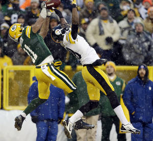 Photo - Pittsburgh Steelers' Cortez Allen breaks up a pass intended for Green Bay Packers' Jarrett Boykin (11) during the first half of an NFL football game Sunday, Dec. 22, 2013, in Green Bay, Wis. (AP Photo/Jeffrey Phelps)