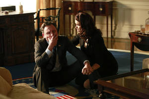 """Photo - This image released by ABC shows Tony Goldwyn, left, and Bellamy Young in a scene from the third season finale of """"Scandal,"""" which aired on Thursday, April 17, 2014. (AP Photo/ABC, Ron Tom)"""