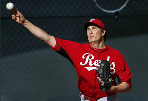 Photo - Cincinnati Reds pitcher Homer Bailey throws during spring training baseball practice in Goodyear, Ariz., Saturday, Feb. 15, 2014. (AP Photo/Paul Sancya)