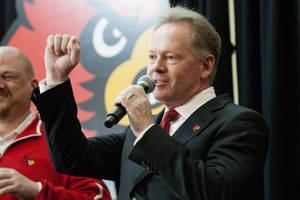 Photo - Bobby Petrino cheers 'Go Cards' while greeting fans after being announced as the new University of Louisville football coach at Papa John's Cardinal Stadium, Thursday, Jan. 9, 2014, in Louisville, Ky. (AP Photo/Daily News, Alex Slitz)
