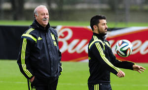 Photo - Spain's head coach Vicente del Bosque left, looks on, as David Villa controls the ball during a training session at the Atletico Paranaense training center in Curitiba, Brazil, Friday, June 20, 2014. Spain play in group B of the Brazil 2014 World Cup. (AP Photo/Manu Fernandez)