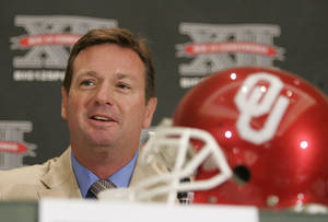 photo - OU football coach Bob Stoops says playing high-quality non-conference opponents is risky business. Stoops should know well after the Sooners lost Heisman-winning quarterback Sam Bradford in a season opening game against BYU in 2009. AP PHOTO