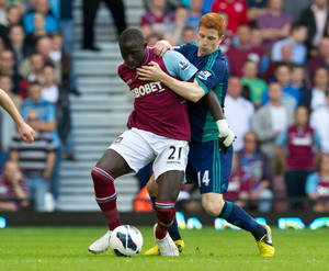 Photo -   West Ham United's Mohamed Diame, left, is tackled by Sunderland's Jack Colback during their English Premier League soccer match, at Upton Park stadium, London, Saturday, Sept. 22, 2012. (AP Photo/Tom Hevezi)