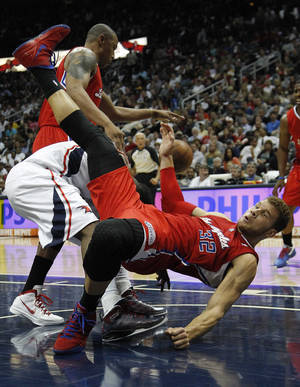 Photo -   Atlanta Hawks shooting guard Joe Johnson, middle, is fouled by Los Angeles Clippers power forward Blake Griffin (32) during the first half of an NBA basketball game Tuesday, April 24, 2012 in Atlanta. (AP Photo/John Bazemore)