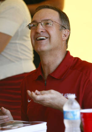 Photo - UNIVERSITY OF OKLAHOMA / COLLEGE FOOTBALL: OU college basketball coach Lon Kruger talks with a fan during the Sooner Caravan at OU-Tulsa on Monday, May 6, 2013. MATT BARNARD/Tulsa World ORG XMIT: DTI1305062004311128