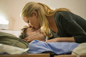 "Photo - Teri Polo portrays a grieving mother whose faith is tested when her 15-year-old son (Ty Wood) is in need of a heart transplant in ""The Christmas Heart,"" which debuts at 7 p.m. Sunday on Hallmark Channel.  Photo copyright 2012 Crown Media Holdings"