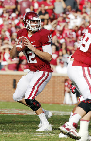Photo - Landry Jones (12) throws during the college football game between the University of Oklahoma Sooners (OU) and the Baylor University Bears (BU) at Gaylord Family-Oklahoma Memorial Stadium in Norman, Okla., Saturday, Nov. 10, 2012.  Photo by Steve Sisney, The Oklahoman