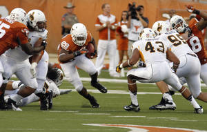 photo -   Texas running back Malcolm Brown runs for yardage during the first quarter of an NCAA college football game against Wyoming, Saturday, Sept. 1, 2012, in Austin, Texas.(AP Photo/Jack Plunkett)  