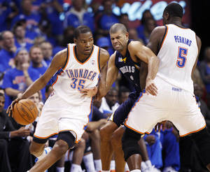 Photo - OKLAHOMA CITY ARENA / PLAYOFFS: Oklahoma City's Kevin Durant (35) dribbles past Shane Battier (31) of Memphis as Kendrick Perkins (5) of Oklahoma City sets a screen in the second half during game 7 of the NBA basketball Western Conference semifinals between the Memphis Grizzlies and the Oklahoma City Thunder at the OKC Arena in Oklahoma City, Sunday, May 15, 2011. The Thunder won, 105-90. Photo by Nate Billings, The Oklahoman ORG XMIT: KOD