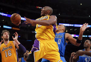 Photo -   Los Angeles Lakers' Kobe Bryant, center, shoots against Dallas Mavericks' Shawn Marion (0) as Elton Brand (42) and Lakers' Pau Gasol (16) watch in the first half of an NBA basketball game in Los Angeles, Tuesday, Oct. 30, 2012. (AP Photo/Jae C. Hong)