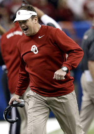 Photo - Oklahoma head coach Bob Stoops reads to a play during the NCAA football BCS Sugar Bowl game between the University of Oklahoma Sooners (OU) and the University of Alabama Crimson Tide (UA) at the Superdome in New Orleans, La., Thursday, Jan. 2, 2014.  .Photo by Sarah Phipps, The Oklahoman