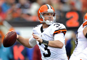 photo -   Cleveland Browns quarterback Brandon Weeden (3) looks to pass in the first quarter of an NFL football game against the Buffalo Bills Sunday, Sept. 23, 2012, in Cleveland. Weeden threw two interceptions and was sacked four times in a 24-14 loss to the Bills. (AP Photo/David Richard)