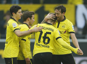 photo - Dortmund's Robert Lewandowski of Poland, from left, Mario Goetze, akub Blaszczykowski of Poland and Julian Schieber celebrate after scoring during the German first division Bundesliga soccer match between BvB Borussia Dortmund and Hannover 96 in Dortmund, Germany, Saturday, March 2, 2013. (AP Photo/Frank Augstein)