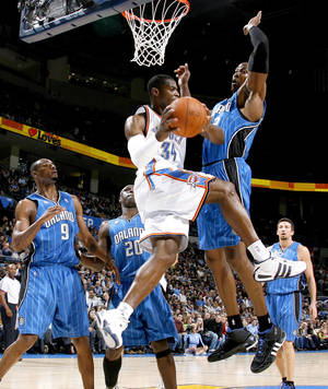 Photo - Oklahoma City's Desmond Mason drives around Orlando's Dwight Howard during the NBA basketball game between the Oklahoma City Thunder and the Orlando Magic at the Ford Center in Oklahoma City, Wednesday, Nov. 12, 2008. BY BRYAN TERRY, THE OKLAHOMAN
