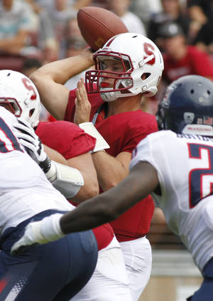 photo -   Stanford quarterback Josh Nunes throws against Arizona during the first half of an NCAA college football game in Stanford, Calif., Saturday, Oct. 6, 2012. (AP Photo/George Nikitin)