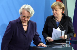 photo - German chancellor Angela Merkel , right, and education minister  Annette Schavan, left, arrive for a statement in Berlin Saturday, Feb. 9, 2013. Germany's education minister has resigned after a university decided to withdraw her doctorate, finding that she plagiarized parts of her thesis - an embarrassment for Chancellor Angela Merkel's government months before national elections.  (AP Photo/dpa, Wolfgang Kumm)