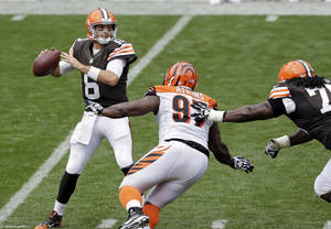 Photo - Cleveland Browns quarterback Brian Hoyer (6) sets to pass under pressure from Cincinnati Bengals defensive tackle Geno Atkins (97) in the second quarter of an NFL football game on Sunday, Sept. 29, 2013, in Cleveland. (AP Photo/Tony Dejak)