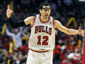 Photo - Chicago Bulls' Kirk Hinrich (12) celebrates a 3-point basket against the Brooklyn Nets  during the first half in Game 4 of their first-round NBA basketball playoff series Saturday, April 27, 2013, in Chicago. (AP Photo/Jim Prisching)