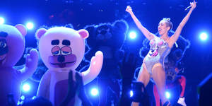 Photo - NEW YORK, NY - AUGUST 25:  Miley Cyrus performs onstage during the 2013 MTV Video Music Awards at the Barclays Center on August 25, 2013 in the Brooklyn borough of New York City.  (Photo by Jeff Kravitz/FilmMagic for MTV)