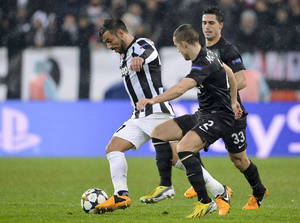 photo - Juventus striker Fabio Quagliarella, left, is chased by Celtic&#039;s Adam Matthews as Beram Kayal watches them, during a Champions League, round of 16, return-leg soccer match, at the Turin Juventus stadium, Wednesday, March 6, 2013. (AP Photo/Daniele Badolato, Lapresse)