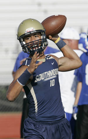 Photo - Kendal Thompson, Southmoore quarterback. Photo by Steve Gooch, The Oklahoman