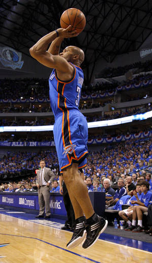 Photo - Oklahoma City's Derek Fisher shoots a basket during Game 4 of the first round in the NBA playoffs between the Oklahoma City Thunder and the Dallas Mavericks at American Airlines Center in Dallas, Saturday, May 5, 2012. Oklahoma City won 103-97.  Photo by Bryan Terry, The Oklahoman