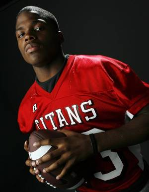 photo - HIGH SCHOOL FOOTBALL: All State football player David Oku, Carl Albert,  in the OPUBCO studio, Wednesday, Dec. 17, 2008. BY NATE BILLINGS