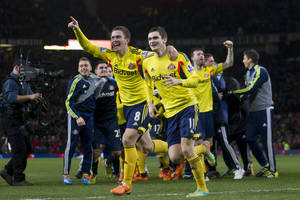 Photo - Sunderland's Craig Gardner, centre left, celebrates with teammate Adam Johnson after their team's penalty win against Manchester United during their English League Cup semifinal second leg soccer match at Old Trafford Stadium, Manchester, England, Wednesday Jan. 22, 2014. (AP Photo/Jon Super)