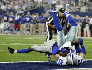 Photo - Dallas Cowboys tight end Jason Witten (82) makes a 4-yard touchdown reception as New York Giants safety Ryan Mundy (21) defends during the second half of a NFL football game Sunday, Sept. 8, 2013, in Arlington, Texas. (AP Photo/Tony Gutierrez)