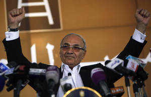 Photo -   Egyptian presidential candidate Ahmed Shafiq addresses his supporters during an election rally in Cairo, Egypt, Thursday, June 14, 2012. Judges appointed by Hosni Mubarak dissolved the Islamist-dominated parliament on Thursday and ruled that Mubarak's former prime minister can stand in the presidential runoff this weekend _ derailing Egypt's transition to democracy and setting the stage for the military and remnants of the old regime to stay in power. (AP Photo/Nasser Nasser)