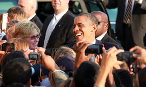 Photo -   President Barack Obama greets well-wishers as he arrives at JFK International Airport in New York, Wednesday, Aug. 22, 2012, on his way to a visit in New York City where he attends several fundraiser events. (AP Photo/David Karp)