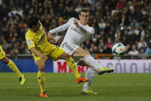 Photo - Real Madrid's Gareth Bale from Great Britain, right, in action with Villarreal's Jonathan Pereira, left, during a Spanish La Liga soccer match between Real Madrid and Villarreal at the Bernabeu stadium stadium in Madrid, Spain, Saturday, Feb. 8, 2014. (AP Photo/Andres Kudacki)
