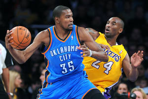 photo - The Oklahoma City Thunder&#039;s Kevin Durant (35) works against the Los Angeles Lakers&#039; Kobe Bryant at Staples Center in Los Angeles, California, on Friday, January 11, 2013. (Wally Skalij/Los Angeles Times/MCT) ORG XMIT: 1133596