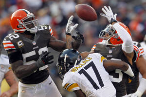 Photo - Cleveland Browns linebacker D'Qwell Jackson (52) and cornerback Joe Haden break up a pass to Pittsburgh Steelers wide receiver Mike Wallace (17) in the fourth quarter of an NFL football game on Sunday, Nov. 25, 2012, in Cleveland. The tipped ball was recovered by Browns defensive tackle Billy Winn. (AP Photo/Ron Schwane)