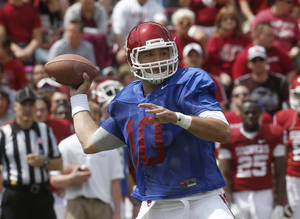 Photo - Oklahoma quarterback Blake Bell passes during the annual Oklahoma spring intra-squad NCAA college football game in Norman, Okla., Saturday, April 13, 2013. (AP Photo/Sue Ogrocki) ORG XMIT: OKSO105