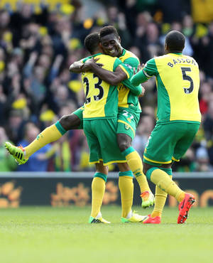 Photo - Norwich City's Alex Tettey, center, celebrates his goal against Sunderland during their English Premier League soccer match at Carrow Road, Norwich, England, Saturday, March 22, 2014. (AP Photo/Chris Radburn, PA Wire)   UNITED KINGDOM OUT   -   NO SALES   -   NO ARCHIVES