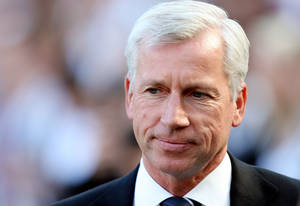 photo -   Newcastle United&#039;s manager Alan Pardew, looks on ahead of their English Premier League soccer match against Aston Villa at the Sports Direct Arena, Newcastle, England, Sunday, Sept. 2, 2012. (AP Photo/Scott Heppell)  