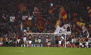 Photo - AS Roma players celebrate their 1-0 win over Chievo, at the end of a Serie A soccer match at Rome's Olympic stadium, Thursday, Oct. 31, 2013. (AP Photo/Andrew Medichini)