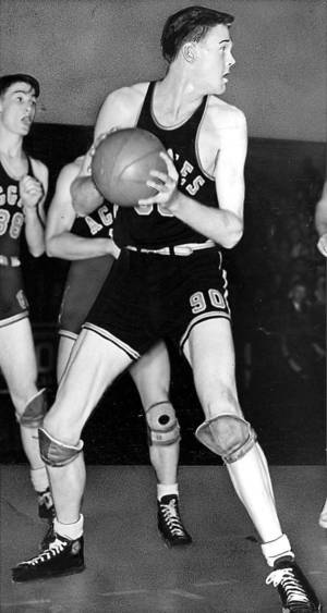 Photo - Bob Kurland is shown in action during a 1946 basketball game. OKLAHOMAN ARCHIVE PHOTO <strong>JOE MILLER  STAFF</strong>