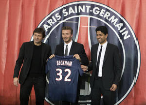 photo - Sports Director Leonardo, left, British soccer player David Beckham, center, and Paris Saint Germain's President Nasser Al-Khelaifi, right, pose with Backham's jersey during a press conference, in at the Parc des Princes stadium in Paris, Thursday, Jan. 31, 2013. David Beckham will join Paris Saint-Germain on Thursday, opting for a move to France after mulling over lucrative offers from around the world since leaving the Los Angeles Galaxy.(AP Photo/Michel Euler)