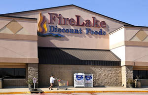 Photo - Exterior of Fire Lake Discount Foods grocery store in Shawnee. The mayor of Shawnee has alleged the tribe has failed to submit proper tax payments to the city.  John Barrett, the chairman of the Citizen Potawatomi Nation tribe, gave his side of the story in an interview with The Oklahoman in the nation's headquarters on Wednesday. <strong>Jim Beckel - THE OKLAHOMAN</strong>