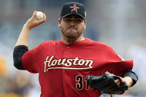 Photo -   Houston Astros pitcher Edgar Gonzalez delivers during the first inning of a baseball game against the Pittsburgh Pirates in Pittsburgh Monday, Sept. 3, 2012. (AP Photo/Gene J. Puskar)