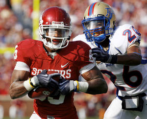 photo - Ryan Broyles practiced Monday and could play this Saturday against Texas, according to coach Bob Stoops. PHOTO BY STEVE SISNEY, THE OKLAHOMAN