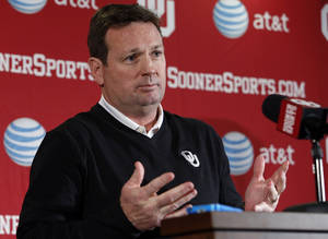 Photo -  Sooner head football coach Bob Stoops talks about the start of spring practice at Gaylord Family-Oklahoma Memorial Stadium in Norman, Okla., on Thursday, March 6, 2014. Photo by Steve Sisney, The Oklahoman  <strong>Steve Sisney -  STEVE SISNEY </strong>