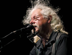 Photo - Arlo Guthrie performs during the Woody Guthrie Folk Festival in Okemah, Okla., Wednesday, July 14, 2010. Photo by Bryan Terry, The Oklahoman ORG XMIT: KOD
