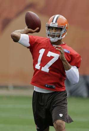 Photo - Cleveland Browns quarterback Jason Campbell passes during practice at the NFL football team's facility in Berea, Ohio Monday, Aug. 26, 2013. (AP Photo/Mark Duncan)