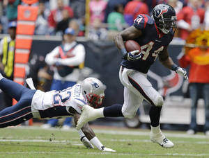 Photo - Houston Texans' Ben Tate (44) runs for a touchdown past New England Patriots' Devin McCourty (32) during the second quarter of an NFL football game on Sunday, Dec. 1, 2013, in Houston. (AP Photo/Patric Schneider)