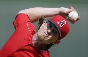 Photo - Los Angeles Angels starting pitcher Jered Weaver throws during the second inning of a spring exhibition baseball game against the Kansas City Royals, Thursday, March 20, 2014, in Surprise, Ariz. (AP Photo/Darron Cummings)