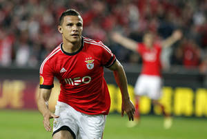 Photo - Benfica's Lima, from Brazil, celebrates after scoring his side's second goal against Juventus during the Europa League semifinal first leg soccer match between Benfica and Juventus at Benfica's Luz stadium in Lisbon, Thursday, April 24, 2014. Lima  scored once in Benfica's 2-1 victory. (AP Photo/Francisco Seco)
